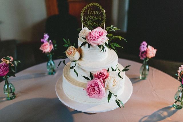 Garden Roses Wedding Cake