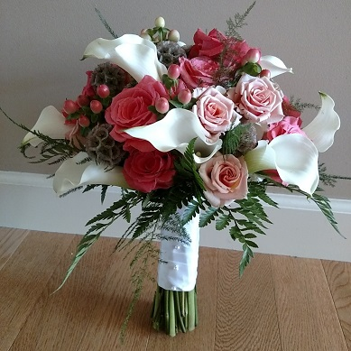 white mini calla bouquet, coral rose bouquet,