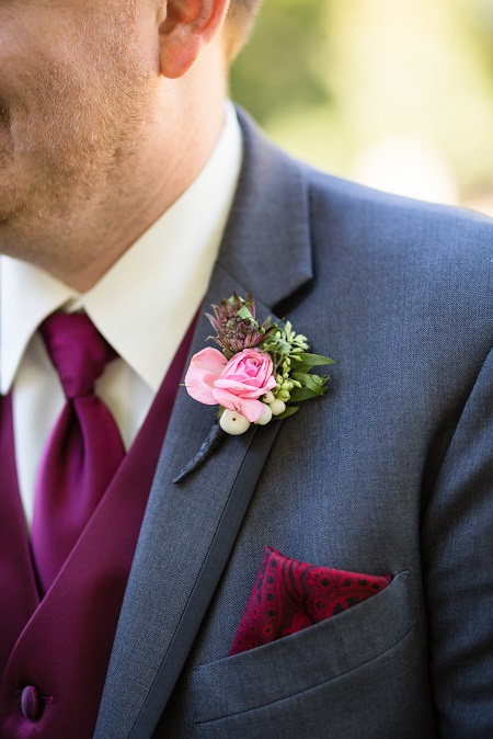 boutonneire, spray rose bout, bout, groom's boutonniere